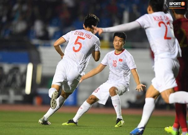 HLV Park Hang-seo cực thần thái khi Văn Hậu ghi bàn mở tỷ số ở trận chung kết SEA Games 30-1