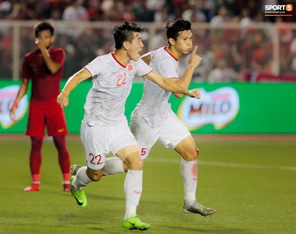 HLV Park Hang-seo cực thần thái khi Văn Hậu ghi bàn mở tỷ số ở trận chung kết SEA Games 30-2