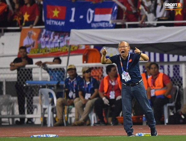 HLV Park Hang-seo cực thần thái khi Văn Hậu ghi bàn mở tỷ số ở trận chung kết SEA Games 30-3