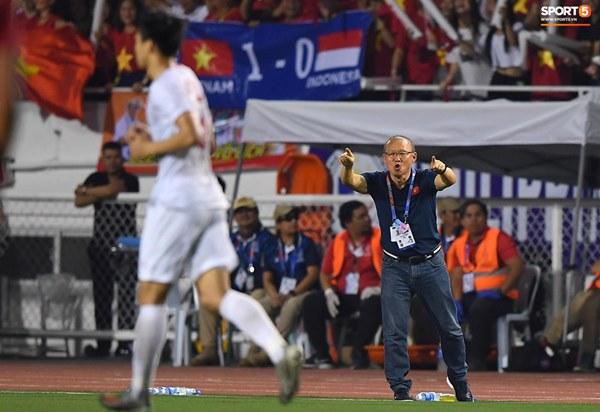 HLV Park Hang-seo cực thần thái khi Văn Hậu ghi bàn mở tỷ số ở trận chung kết SEA Games 30-4