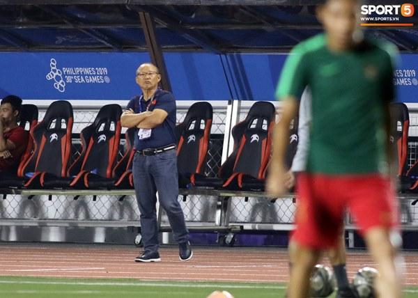 HLV Park Hang-seo cực thần thái khi Văn Hậu ghi bàn mở tỷ số ở trận chung kết SEA Games 30-5