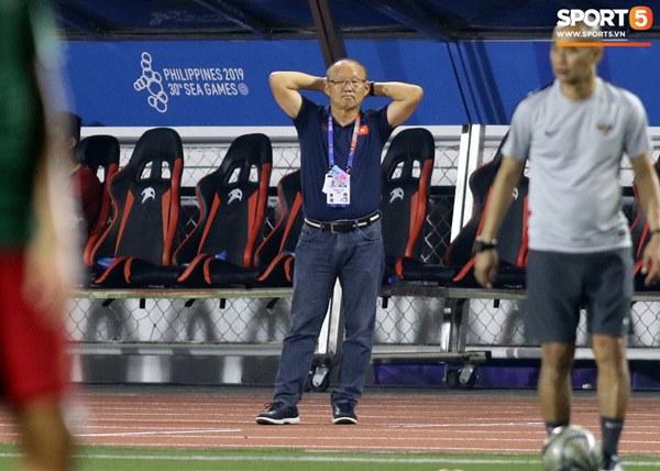 HLV Park Hang-seo cực thần thái khi Văn Hậu ghi bàn mở tỷ số ở trận chung kết SEA Games 30-6