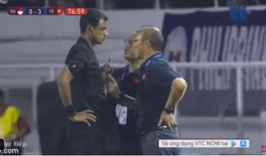 HLV Park Hang-seo giận tím người, nhận thẻ đỏ trong trận chung kết SEA Games 30 sau màn cãi tay đôi cực gắt với trọng tài-1
