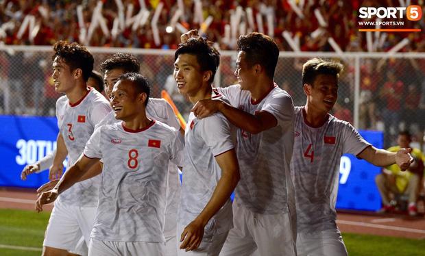 Loạt khoảnh khắc cực phẩm của Văn Hậu trong trận chung kết SEA games: Đổ gục vì nụ cười này!-4