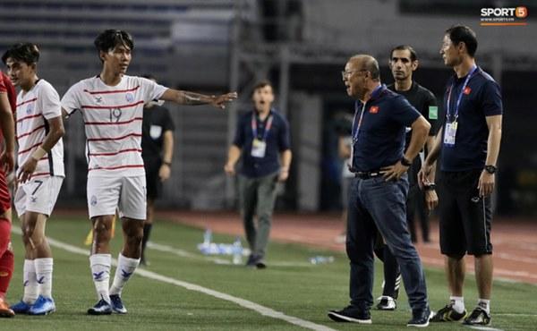 Góc lý giải: Luật nào khiến ông Park Hang-seo trở thành HLV đầu tiên của bóng đá Việt Nam phải nhận thẻ đỏ?-6