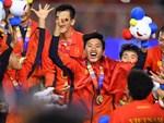 Khoảnh khắc lịch sử: Quốc ca Việt Nam lần đầu vang lên trên bục vinh quang môn bóng đá nam SEA Games-5