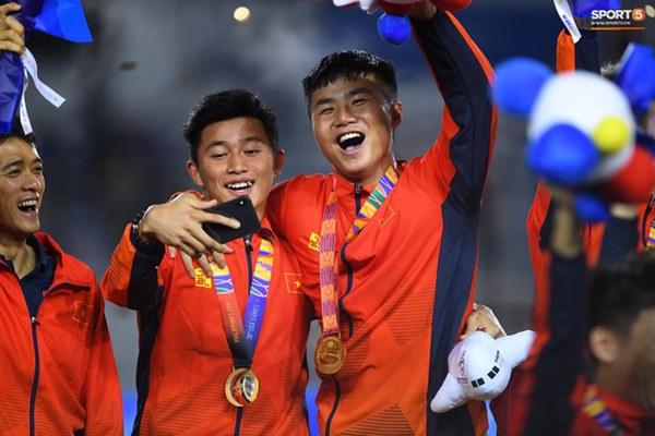 U22 Việt Nam ăn mừng cực cảm xúc khi vô địch SEA Games 30-14