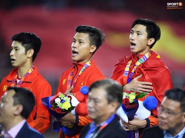 Khoảnh khắc lịch sử: Quốc ca Việt Nam lần đầu vang lên trên bục vinh quang môn bóng đá nam SEA Games-1