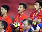 Cãi cùn với trọng tài, trai hư của Indonesia bị Thành Chung cho tắt điện-10