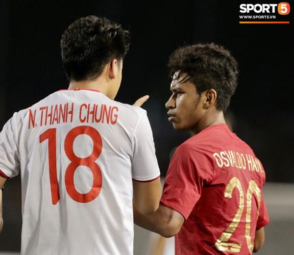 Cãi cùn với trọng tài, trai hư của Indonesia bị Thành Chung cho tắt điện-7