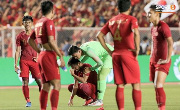Cãi cùn với trọng tài, trai hư của Indonesia bị Thành Chung cho tắt điện-8