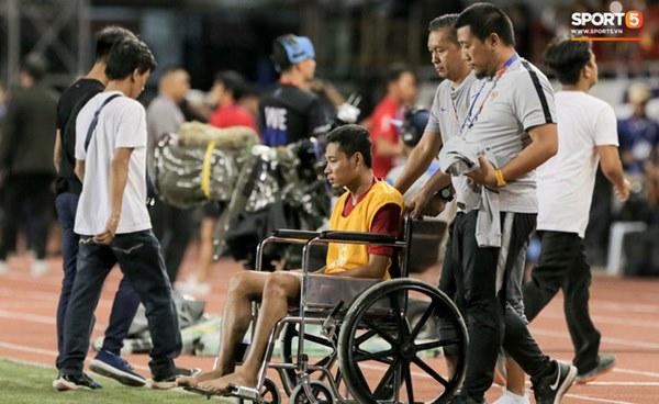 Cãi cùn với trọng tài, trai hư của Indonesia bị Thành Chung cho tắt điện-9