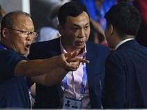 CĐV Indonesia hăm dọa, định tấn công HLV Park Hang-seo trên khán đài