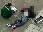 Người đàn ông nhảy lầu tự tử bất ngờ đáp xuống người hai nữ sinh đang trên đường đi học khiến cả ba tử vong-2