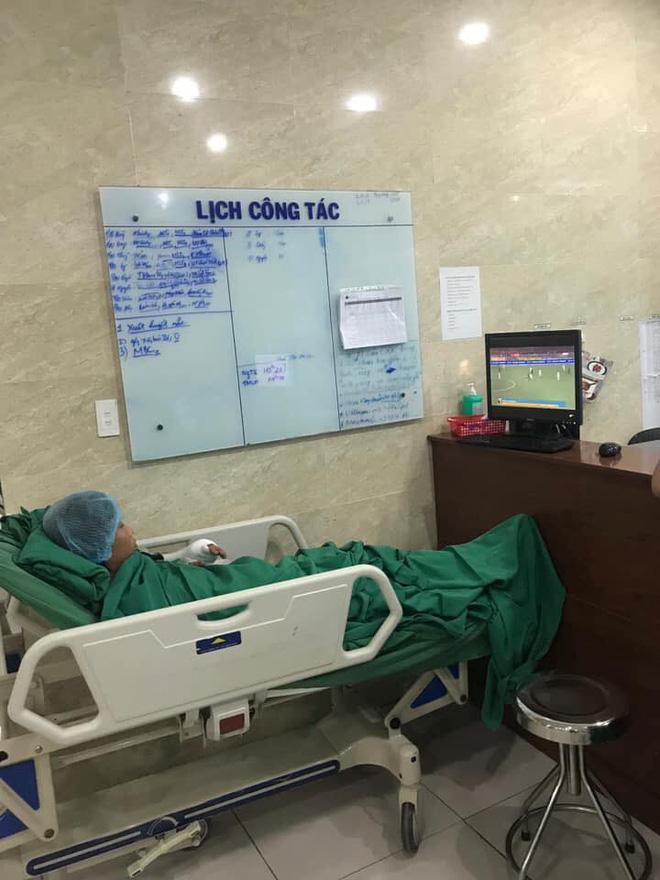 Cụ ông phẫu thuật não, thở máy vẫn cố xem trận U22 Việt Nam - U22 Indonesia và những hình ảnh xúc động trong viện-4