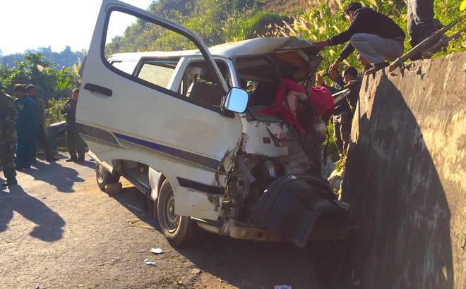 [NÓNG] 2 người chết, 6 người bị thương khi xe của Trung tâm dạy nghề trẻ tàn tật đâm vào vách núi-1