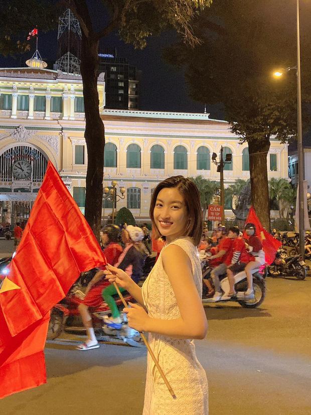Đẳng cấp nhan sắc của dàn Hoa hậu Vbiz đi bão: Không váy áo lụa là, cầm cờ đỏ sao vàng thôi đã xinh xuất sắc-1