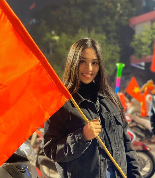 Đẳng cấp nhan sắc của dàn Hoa hậu Vbiz đi bão: Không váy áo lụa là, cầm cờ đỏ sao vàng thôi đã xinh xuất sắc-4