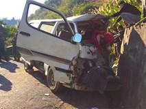 [NÓNG] 2 người chết, 6 người bị thương khi xe của Trung tâm dạy nghề trẻ tàn tật đâm vào vách núi
