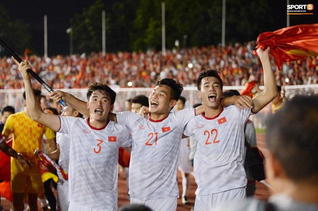 Huỳnh Tấn Sinh - nam thần thế hệ mới của U22 Việt Nam: Cao 1m82 với gương mặt visual, gì chứ múi thì anh không thiếu-3