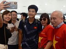 Đội tuyển U22 Việt Nam hoàn thành xong thủ tục tại sân bay, chuẩn bị về nước