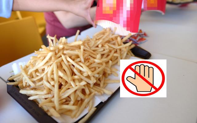 Cựu nhân viên phục vụ lý giải vì sao không nên ăn fast-food trực tiếp từ khay đựng của nhà hàng, lót giấy bên trên thậm chí còn nguy hại hơn!-1