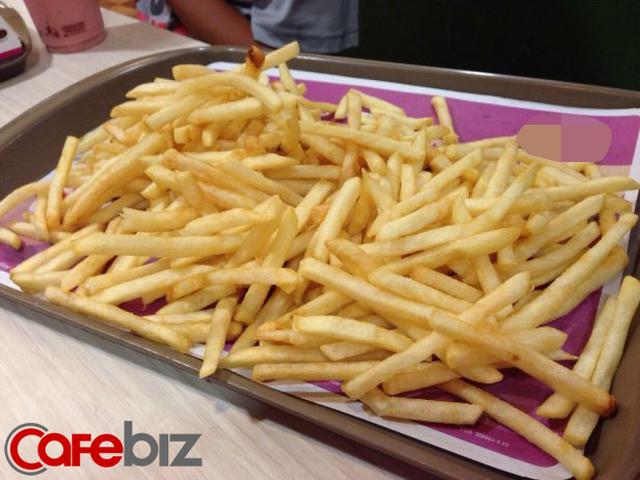 Cựu nhân viên phục vụ lý giải vì sao không nên ăn fast-food trực tiếp từ khay đựng của nhà hàng, lót giấy bên trên thậm chí còn nguy hại hơn!-3