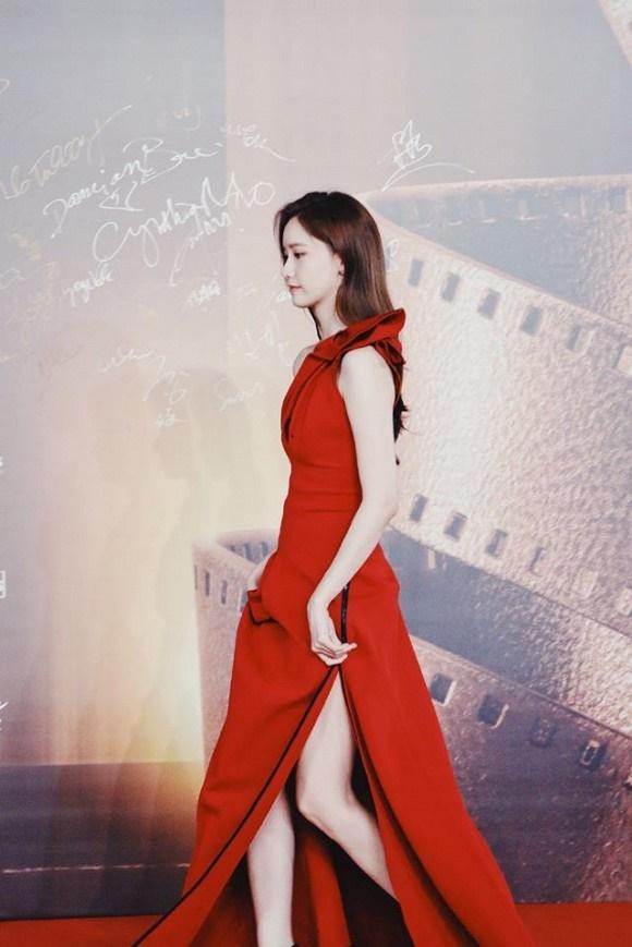 Visual đỉnh cao như thế này bảo sao Yoona chiếm trọn spotlight trên thảm đỏ LHP Quốc tế Macao-1