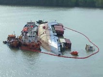 3 thợ lặn mất tích, 2 người bị thương khi trục vớt tàu chở container chìm trên sông ở Cần Giờ