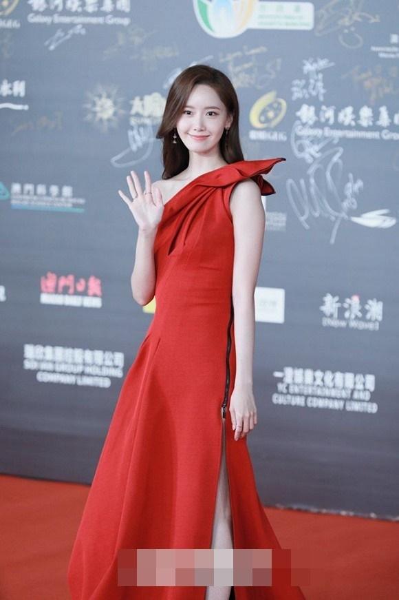 Visual đỉnh cao như thế này bảo sao Yoona chiếm trọn spotlight trên thảm đỏ LHP Quốc tế Macao-3