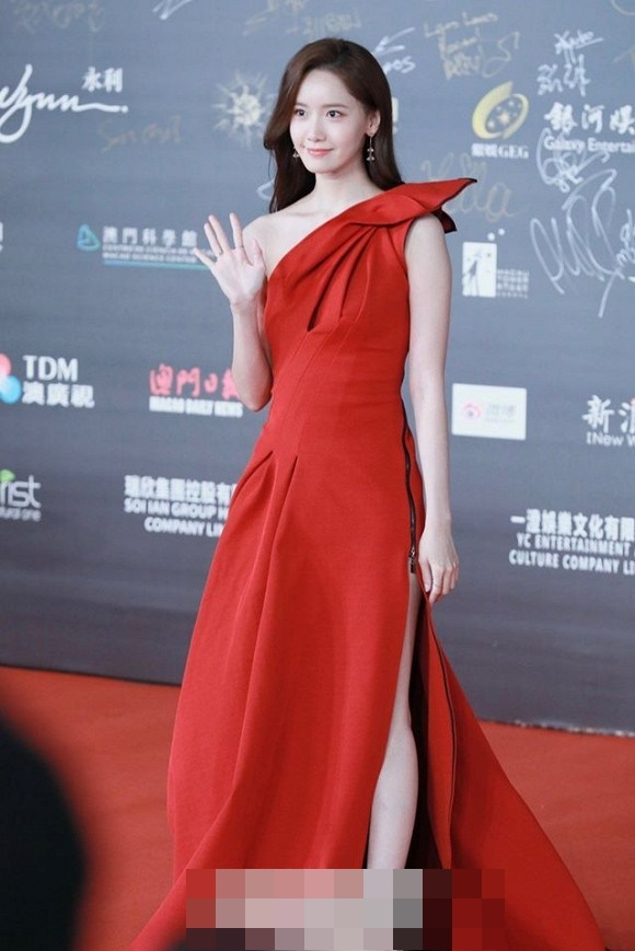 Visual đỉnh cao như thế này bảo sao Yoona chiếm trọn spotlight trên thảm đỏ LHP Quốc tế Macao-4