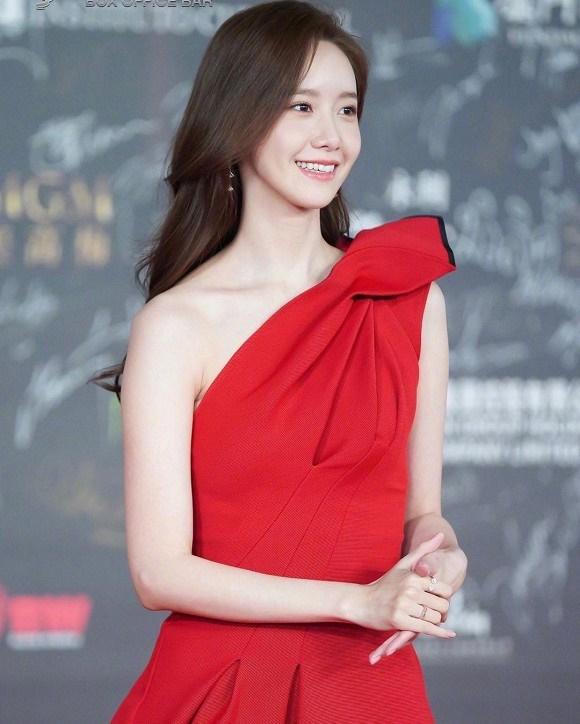 Visual đỉnh cao như thế này bảo sao Yoona chiếm trọn spotlight trên thảm đỏ LHP Quốc tế Macao-6