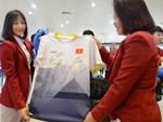 HLV Park Hang-seo và Mai Đức Chung nắm chặt tay nhau trên chuyến bay lịch sử mang 2 huy chương vàng về cho bóng đá Việt Nam-6