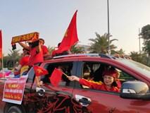 Mẹ Quang Hải cùng dàn xe máy cày diễu hành ra sân bay Nội Bài đón đội tuyển U22 Việt Nam trở về
