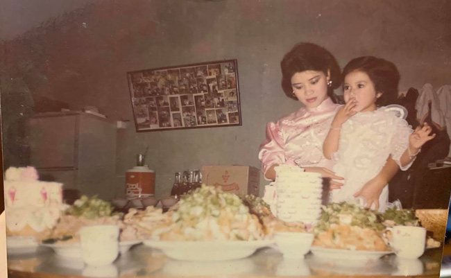 Bất ngờ với hình ảnh hồi trẻ xinh đẹp của mẹ BTV Ngọc Trinh, nhìn điều kiện nhà nữ MC càng thêm choáng-1