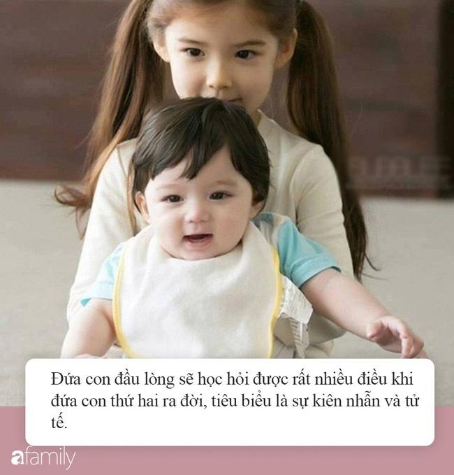 Để các con luôn hòa thuận, không ghen tị nhau, đây là 7 điều quan trọng bố mẹ cần dạy đứa con cả khi sắp có thêm em bé-2