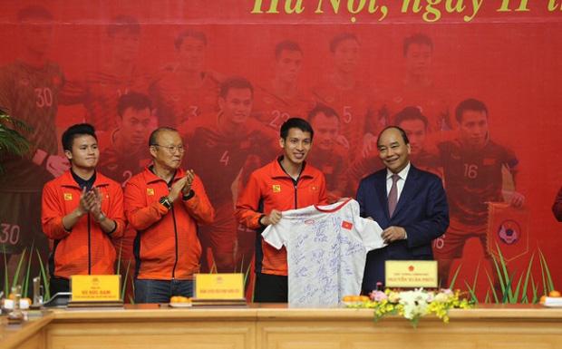 Thủ tướng giải đáp thắc mắc vì sao chỉ tiếp 2 đội bóng đá U22 Việt Nam-2
