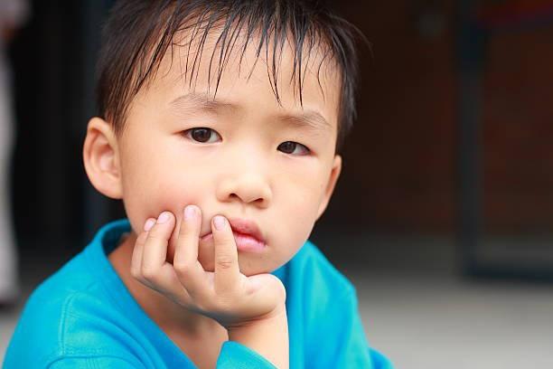 Cậu bé mẫu giáo không ngủ vào buổi trưa, bí mật làm 1 hành động khiến cô giáo đỏ mặt khi phát hiện-3