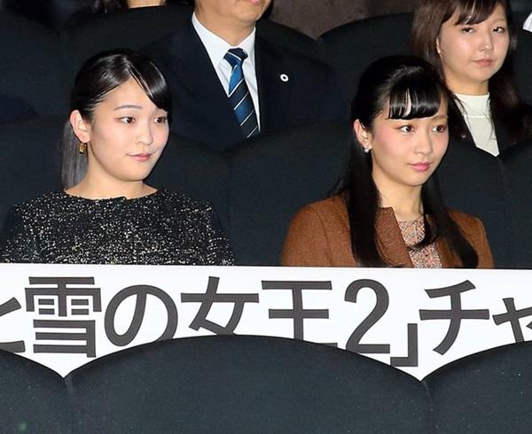 Hai công chúa Nhật Bản hiếm hoi đi dự sự kiện cùng nhau: Người tươi vui rạng rỡ, người trầm lặng gượng cười-1
