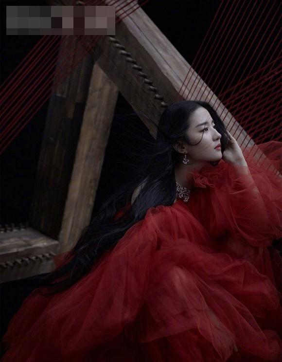 Thoát hình ảnh Thần tiên tỷ tỷ, Lưu Diệc Phi tạo dáng cực cá tính với style thời trang năng động-10