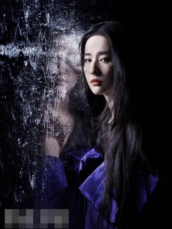 Thoát hình ảnh Thần tiên tỷ tỷ, Lưu Diệc Phi tạo dáng cực cá tính với style thời trang năng động-12