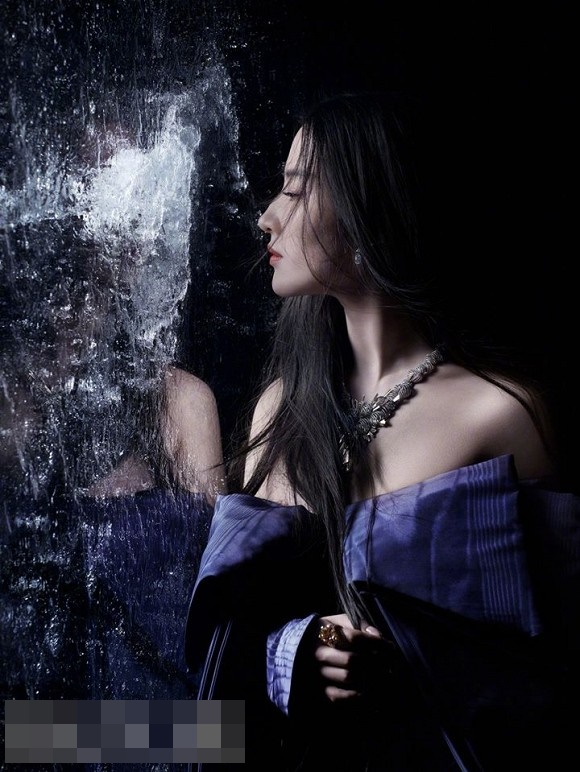 Thoát hình ảnh Thần tiên tỷ tỷ, Lưu Diệc Phi tạo dáng cực cá tính với style thời trang năng động-14