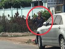Nam thanh niên biểu hiện lạ tự cầm dao kề cổ, chạy vào nhà dân cố thủ khiến cả khu phố náo loạn