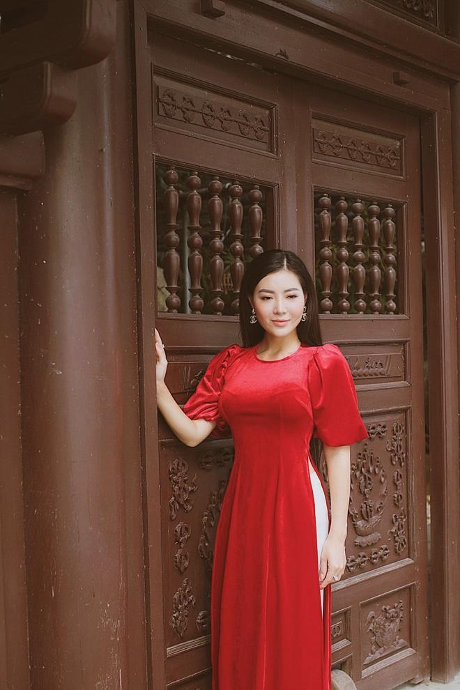 Diễn viên Thanh Hương duyên dáng, xinh đẹp trong tà áo dài-3