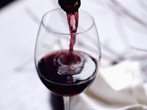 Tin vui nức nở cho hội chị em sợ béo: Uống 2 ly rượu vang đỏ trước khi đi ngủ sẽ giúp giảm cân