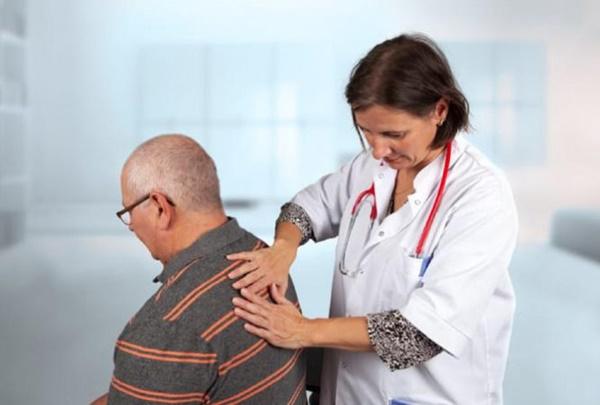 Đừng coi thường khi đau lưng, bởi có thể là dấu hiệu của ung thư phổi-1