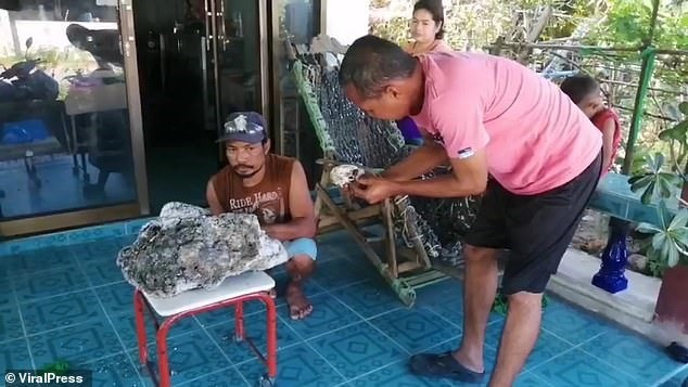 Nhặt rác vô tình vớ được tảng đá trị giá 15 tỷ đồng-2