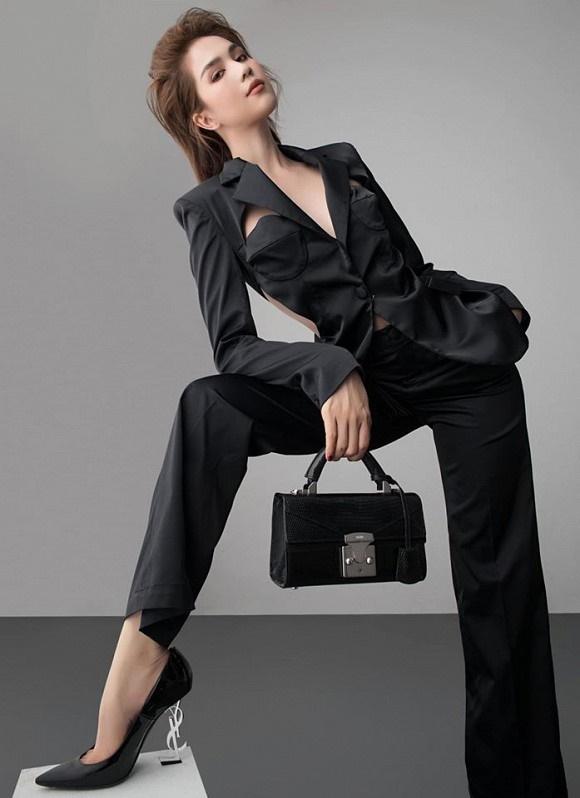 Stylist tung bộ ảnh gồm 80 kiểu pose đau lưng, mỏi gối, tê chân, nhức đầu... của Ngọc Trinh-1