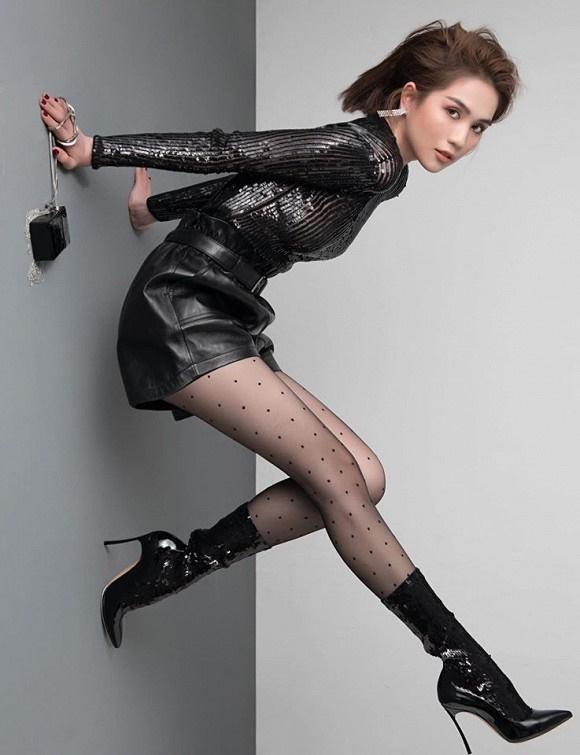 Stylist tung bộ ảnh gồm 80 kiểu pose đau lưng, mỏi gối, tê chân, nhức đầu... của Ngọc Trinh-9