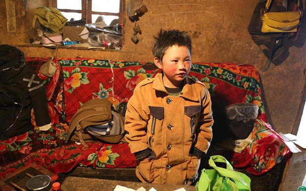 Cậu bé đi bộ 4,5 km đến trường dưới trời đông -8°C khiến đầu đóng băng ngày ấy: Gia cảnh giờ đã khác nhưng lại gây tranh cãi-1